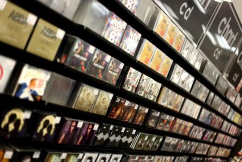 La fabricación de CD y DVD se mantiene. Crecen las ventas de la música en UK en 10 años.